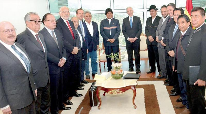 Presidente Morales y ex autoridades analizan post fallo de La Haya